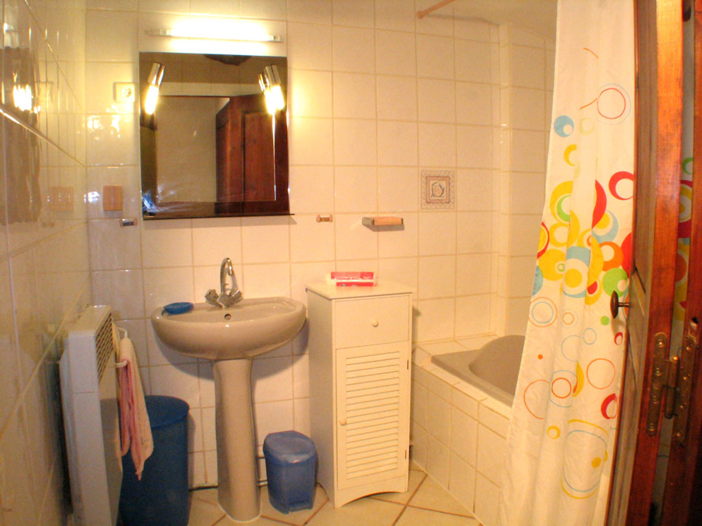 Bathroom 3 rooms apartment